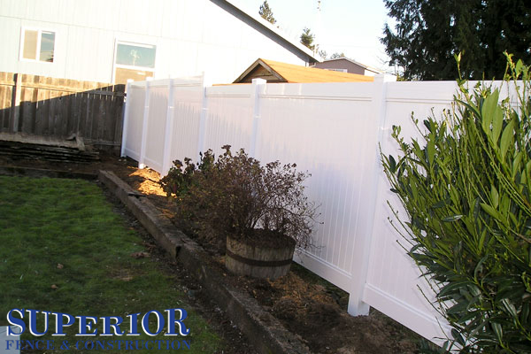 Vinyl privacy fence - Superior Fence