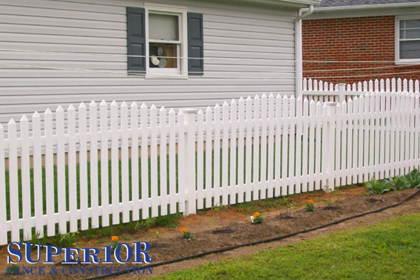 Convex vinyl picket fence with pyramid caps - Superior Fence